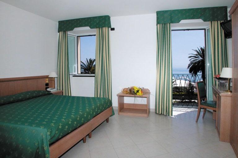 hotel riviera camera